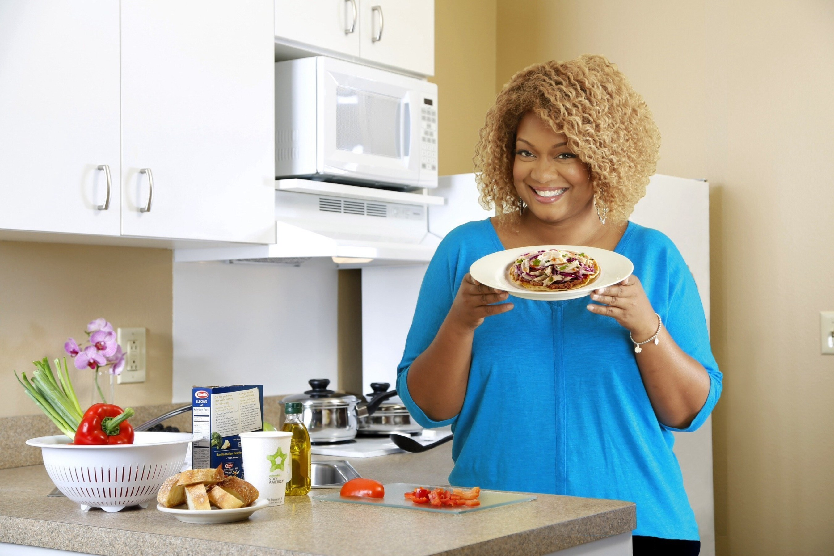 Rachael Ray, Sunny Anderson and Extended Stay America Hotels Team Up To Fight Hunger