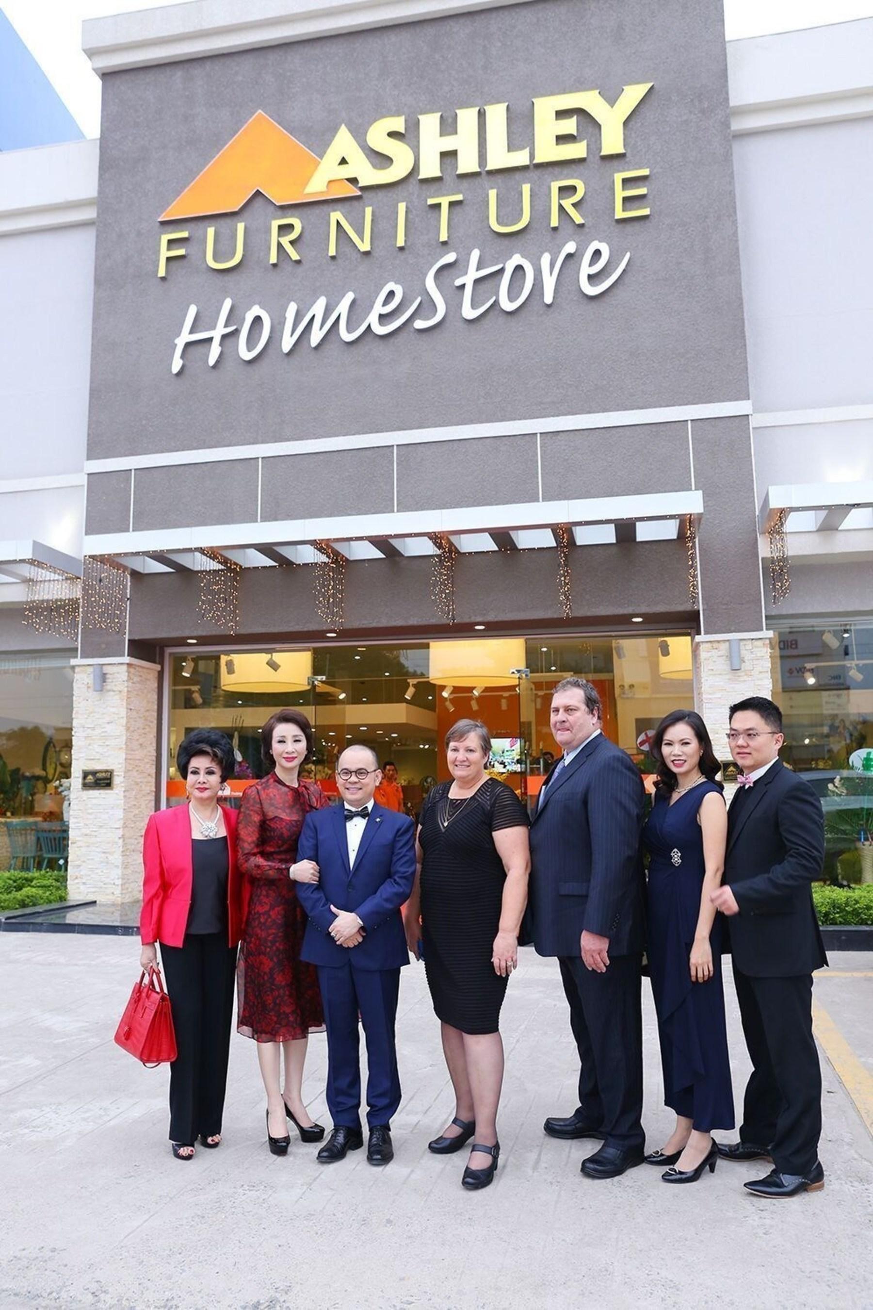 Ashley Homestore Celebrates 600th Store Opening