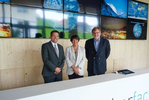 (Left to right): Dennis Schulze, MeteoGroup Chief Operating Officer, Jennie Campbell, MeteoGroup Managing Director, Martin Kurer, mminternational Chairman · Forecasters at mminternational (Europe)'s office in Appenzell, Switzerland· mminternational (Europe)'s office in Appenzell, Switzerland (PRNewsFoto/MeteoGroup)