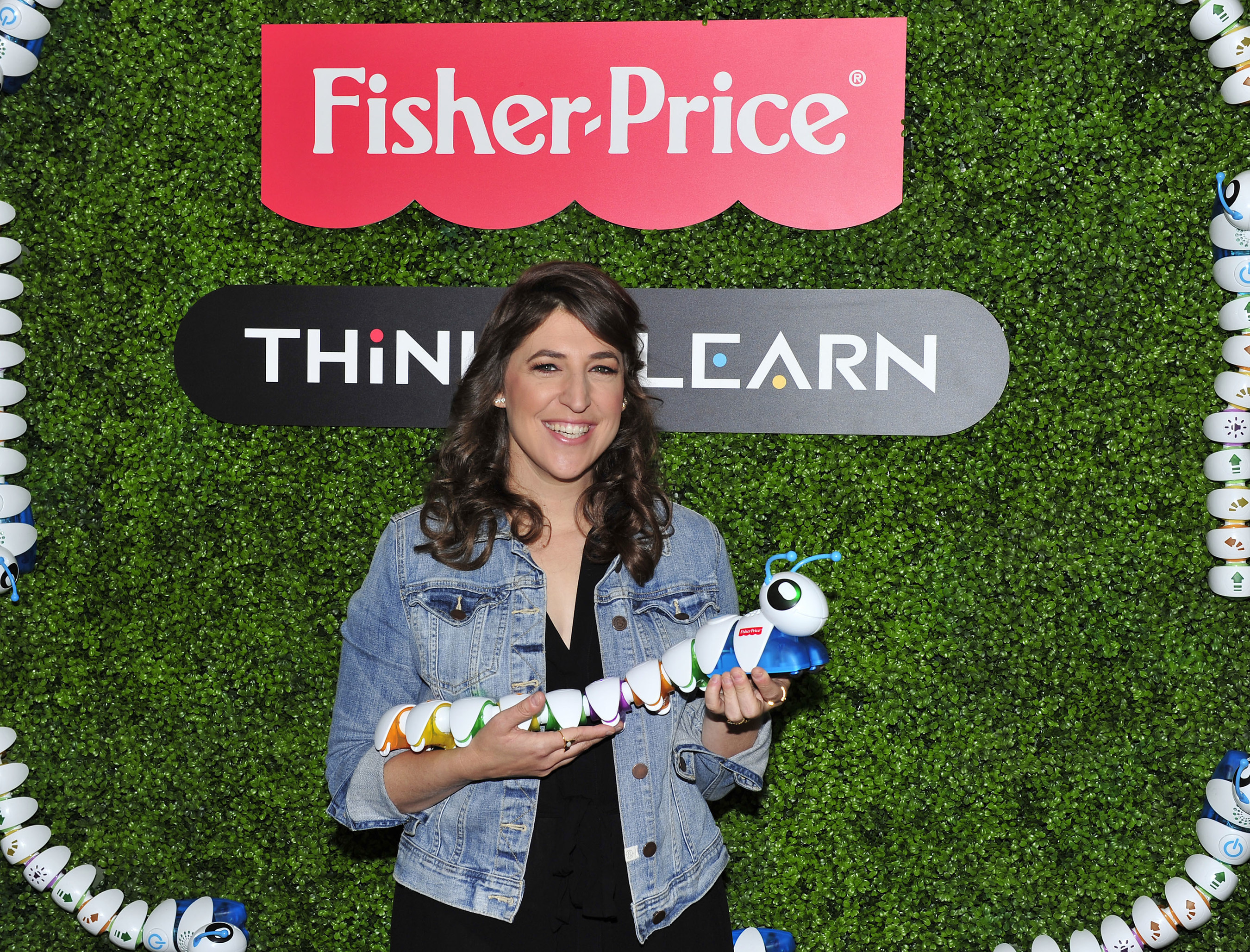 September 27, 2016 - STEM advocate, actress, and mom Mayim Bialik plays with the Think & Learn Code-a-pillar at the Fisher-Price Think-a-Thon event in Los Angeles.  The Think & Learn line encourages critical thinking skills that preschoolers need for the future, through active play.