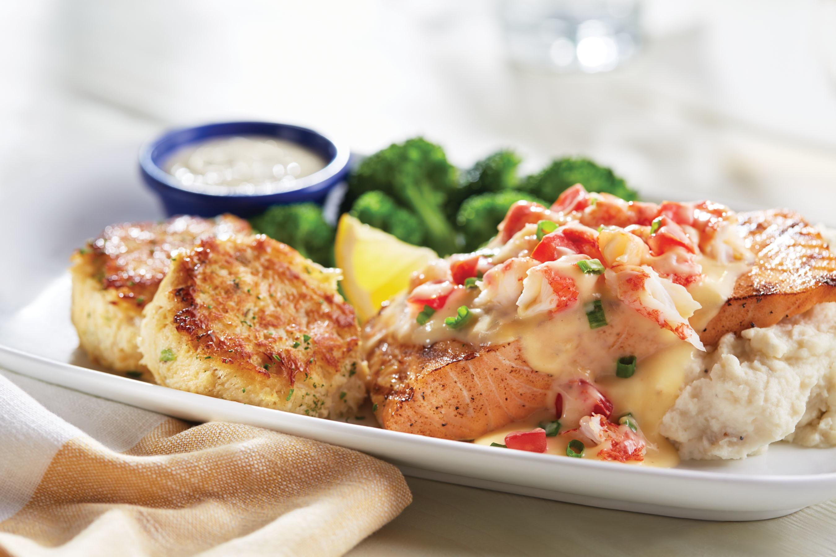 For the first time, Red Lobster is pairing wood-grilled, fresh Atlantic Salmon with premium jumbo lump crab cakes and a savory crab topping in its NEW! Jumbo Lump Crab Cakes & Crab-Topped Salmon.