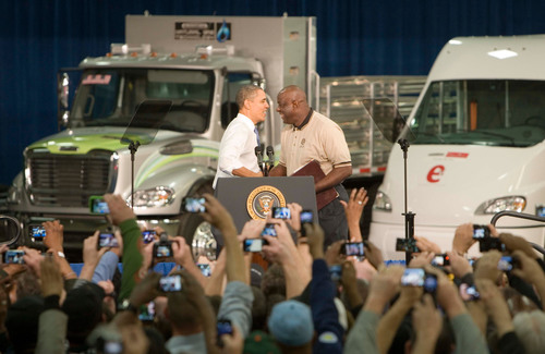 32 years with the Company, Juan Smith, Engine Quality Assurance Specialist for the DTNA Mount Holly Manufacturing Plant and member of UAW Local 5285 Proudly Welcomes President Barack Obama to Mount Holly Manufacturing Plant.  (PRNewsFoto/Daimler Corporate Communications)