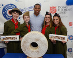 Victor Cruz, Entenmann's, and The Salvation Army celebrate National Donut Day.  (PRNewsFoto/Bimbo Bakeries USA)