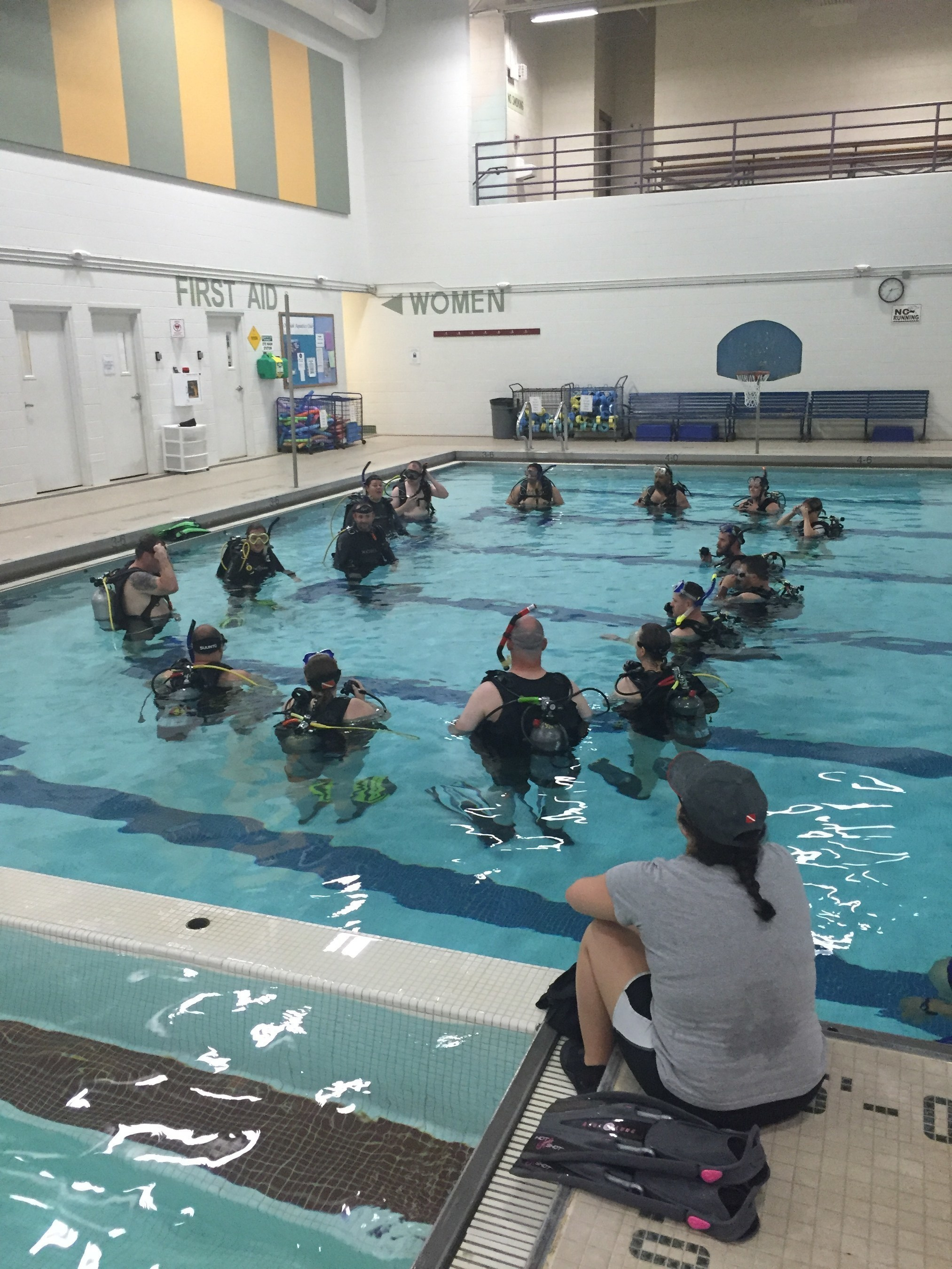 During the lesson, participants were equipped with scuba gear, which they used to traverse various obstacles in the swimming pool.