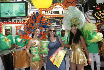 """Seattle locals surprised with Brazilian Carnival experience at the Amazon Treasure Truck to celebrate the Lay's """"Passport to Flavor"""" program"""