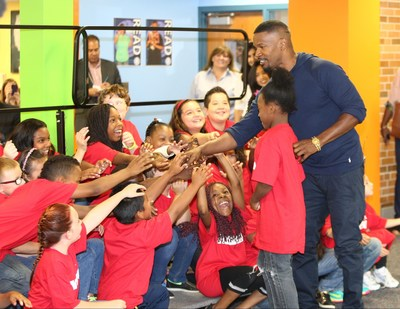 Minneapolis, MN - September 10, 2014: Jamie Foxx from Columbia Pictures' ANNIE at the Minneapolis Turnaround Arts Event at Northport Elementary in Brooklyn Park. (PRNewsFoto/Sony Pictures Entertainment)