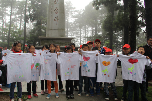 """Young students display the """"Love"""" shirts they painted to support Ya'an.  (PRNewsFoto/Lushan Tourism  ..."""
