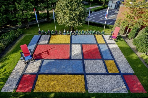 The gardeners of Keukenhof have planted the first bulbs for a spectacular flower mosaic of Dutch Design ...