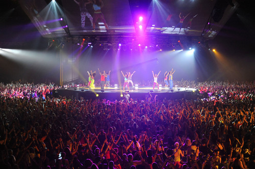 More than 7,000 instructors danced in sync at the 2011 Zumba Fitness-Concert featuring Pitbull and Wyclef in Orlando, FL.  (PRNewsFoto/American Media, Inc., Zumba Fitness, LLC)