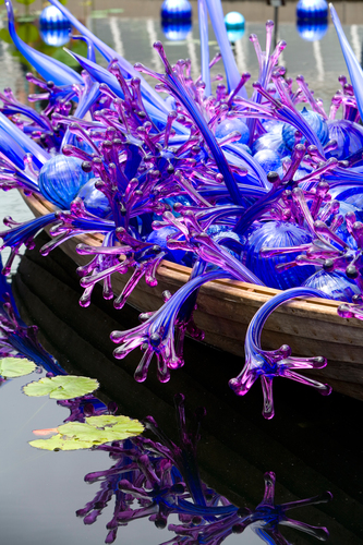 Outdoor exhibition of artwork by celebrated American artist Dale Chihuly, credit New York Botanic Gardens. (PRNewsFoto/VISIT DENVER, The Convention ...)
