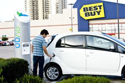Mitsubishi i being charged at eVgo charging station.  (PRNewsFoto/Mitsubishi Motors North America, Inc.)