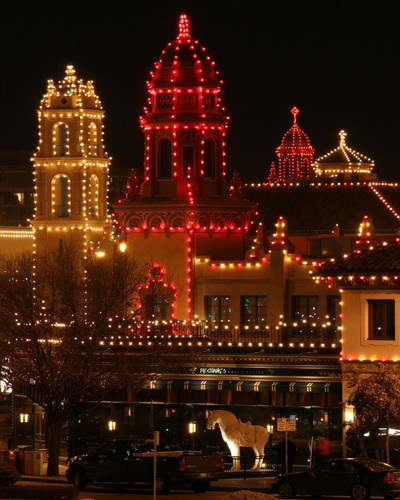 A tradition for nearly 90 years, The Plaza Lights in Kansas City, Missouri, span 15 blocks. (PRNewsFoto/Kansas ...