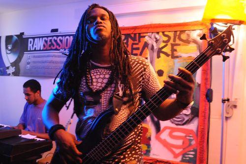 Bassman rocks the WOW party (PRNewsFoto/Raw Material)