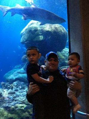 Arnulfo Patinoaguilera and his family enjoy the Tennessee Aquarium at a WWP Alumni event.