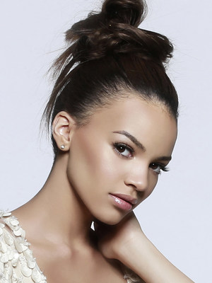 Latin GRAMMY(R) nominated singer/songwriter Leslie Grace adds star power to the 2015 AHAA Annual Conference and its powerful roster of C-Suite leaders and notable trendsetters from April 27 to 29 at the Eden Roc Renaissance Hotel in Miami.