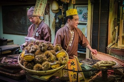 Vendors Cleaning Marrons at the Nishiki Market (C) Andrew Zinger