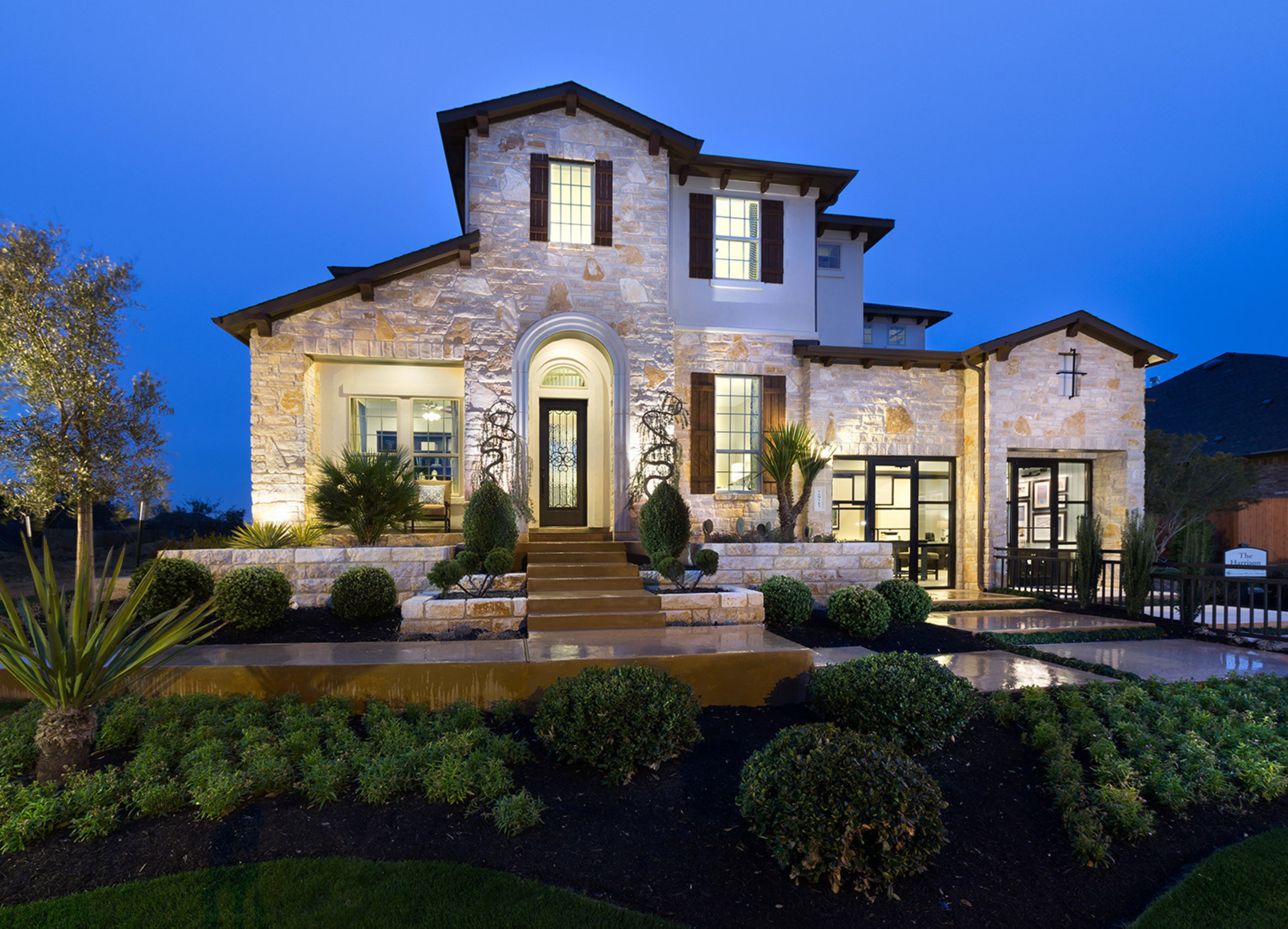 Standard Pacific Homes Debuts New Model In The Golf Course Community ...