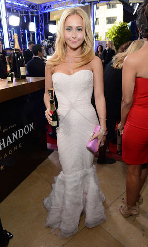 Hayden Panettiere raises a Moet mini for Moet & Chandons Toast for a Cause on the Red Carpet. (PRNewsFoto/Moet ...