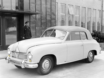 A major contribution to safety: BORGWARD was first German carmaker to introduce direction indicators as standard equipment in the cutting-edge Hansa 1500 of 1949. (PRNewsFoto/BORGWARD Group AG)