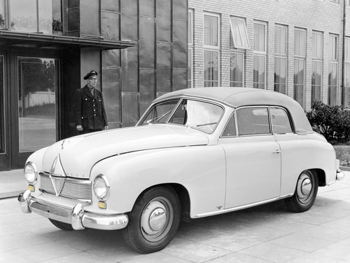 A major contribution to safety: BORGWARD was first German carmaker to introduce direction indicators as ...