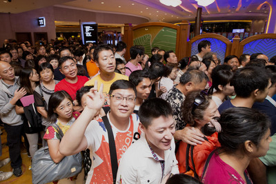 Eager crowds rush to be among the first to experience the latest facilities at Sands Cotai Central on Thursday, September 20, as the integrated resort unveiled the second phase of its development, featuring the opening of the world's largest Sheraton hotel. The weekend's property visitation numbers set a new record for Sands China Ltd., with close to 500,000 people visiting the company's integrated resorts in Macao.  (PRNewsFoto/Sands China Ltd.)