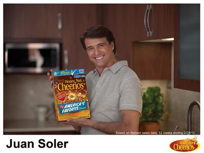"Hispanic novela star Juan Soler, celebrity spokesperson for the Honey Nut Cheerios ""Cuidate, Corazon"" Heart Health Campaign.  (PRNewsFoto/General Mills)"