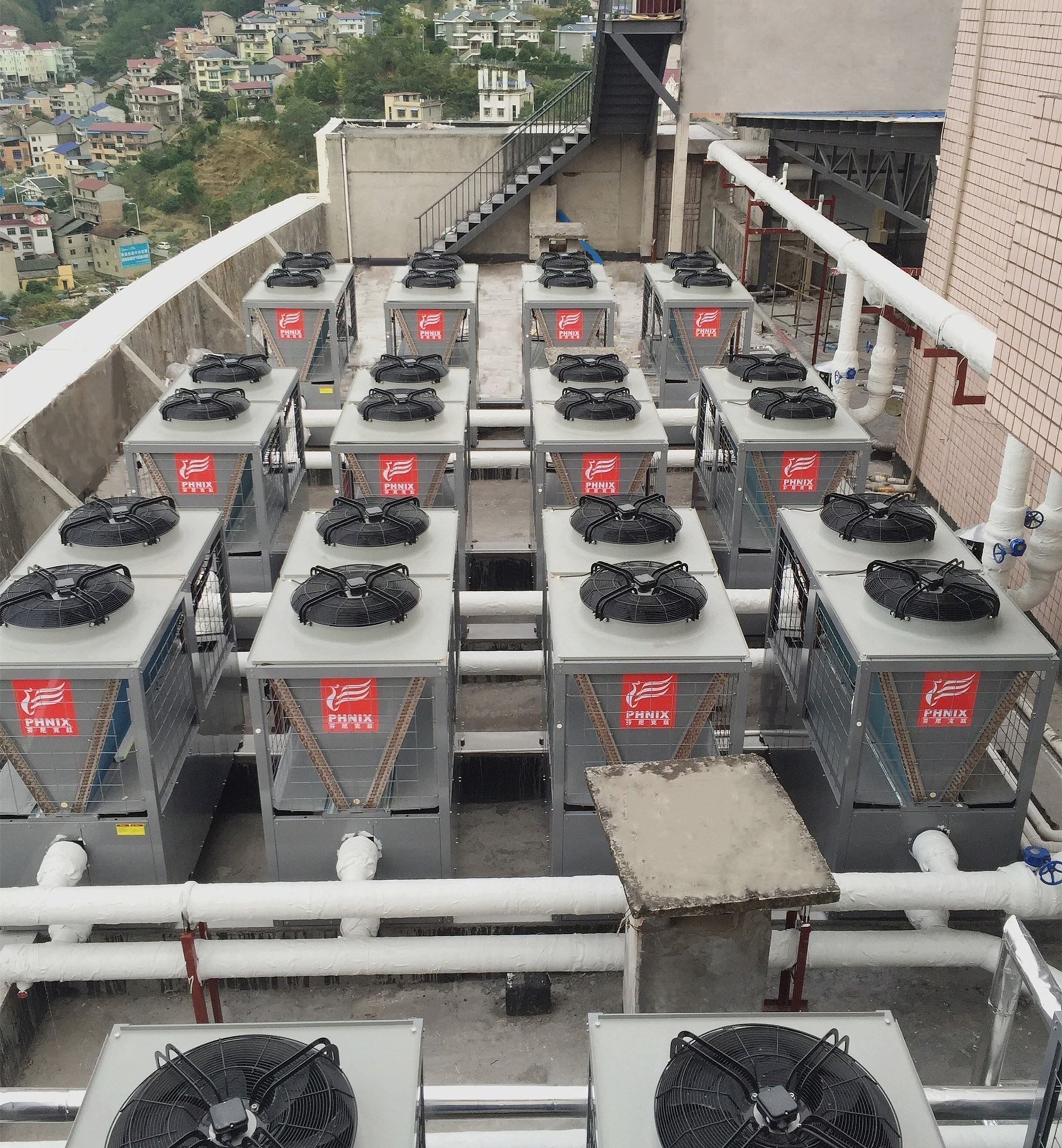 The picture shows one of the PHNIX heat pump applications in a Coal-to-Electricity project.