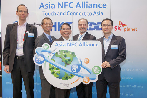 KDDI, Chunghwa Telecom, HKT, SK Planet (from second left to right) jointly announced Asia NFC Alliance in order to provide a cross-border NFC service, with a collaboration with GSMA (the left one). (PRNewsFoto/Chunghwa Telecom) (PRNewsFoto/CHUNGHWA TELECOM)