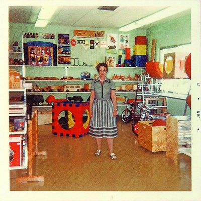 Ethelyn Kaplan opens first store. (PRNewsFoto/Lakeshore Learning Materials)
