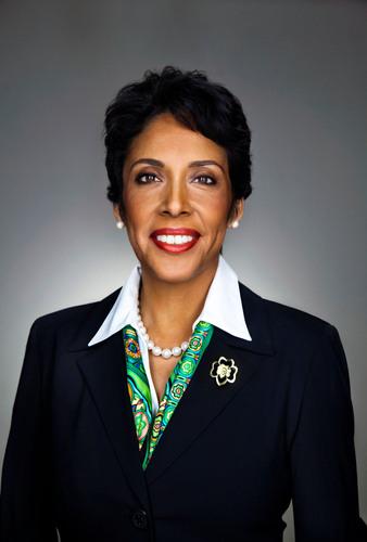 La CEO de las Girl Scouts Anna Maria Chavez será honrada por una organización de derechos civiles
