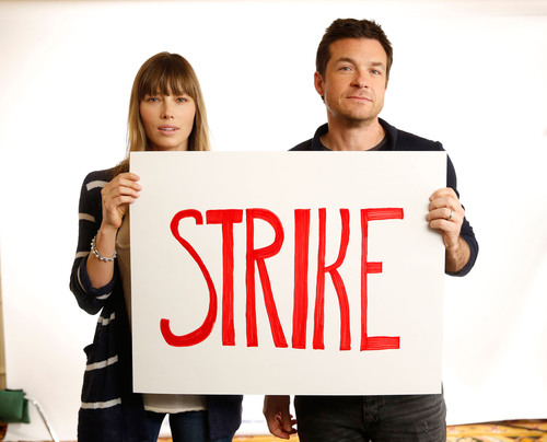 Jessica Biel and Jason Bateman Support Matt Damon's Toilet Strike.  (PRNewsFoto/Water.org)