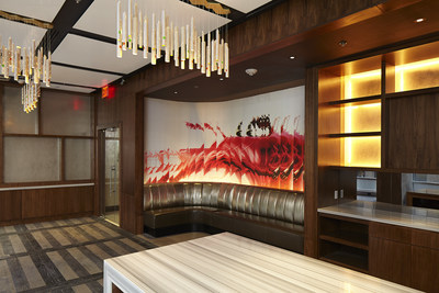 Living Room Bar Nyc Renaissance New York Midtown Hotel Sets The Bar As The Citys