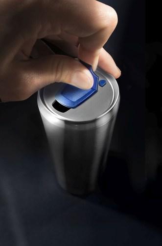 XO Step 2 - Slide to Open/Drink (PRNewsFoto/XOLUTION GmbH) (PRNewsFoto/XOLUTION GmbH)