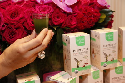 L.A. Star Greens Perfect 10 organic superfood is the world's first mix of the top 10 superfoods in certified organic quality in convenient single serve sachets. There has never been an easier way to stay on your L.A. beauty diet while on the go!