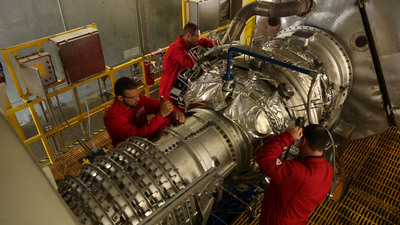 Wood Group GTS technicians in Houston prepare to test an overhauled Solar Mars gas turbine.  Wood Group GTS has expanded its gas turbine service line and now offers maintenance, repair and overhaul for Solar(r) Mars(r) (shown) and Siemens(r) SGT 200 (Tornado) dry low emissions  and SGT 100 (Typhoon) gas turbines.  (PRNewsFoto/Wood Group)