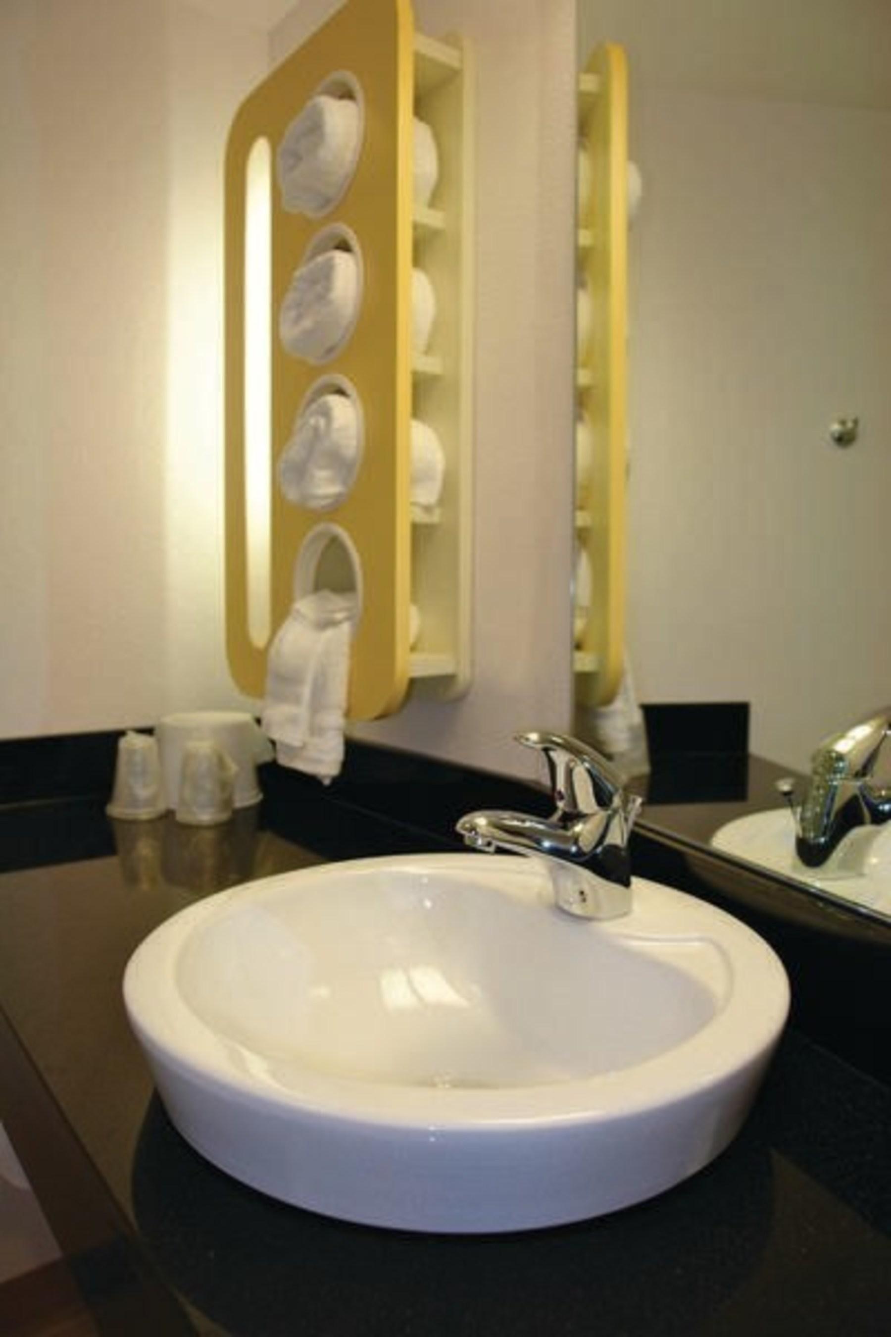 Motel 6 Phoenix Design Bathroom