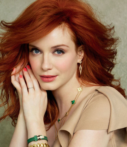 Emmy-nominated Actress Christina Hendricks Makes a Special Appearance at #ShopFest, the kick-off to The Magnificent Mile Shopping Festival(TM) presented by MasterCard(R) in Chicago.  (PRNewsFoto/The Magnificent Mile)