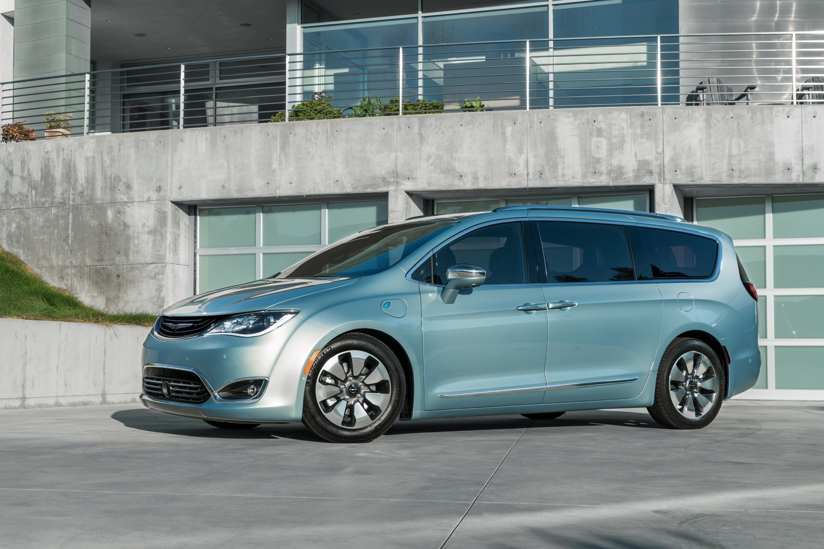 The Google Self-Driving Car Project and FCA announced today, in a first-of-its-kind collaboration, that they will integrate Google's self-driving technology into the all-new 2017 Chrysler Pacifica Hybrid minivan to expand Google's existing self-driving test program. This marks the first time that Google has worked directly with an automaker to integrate its self-driving system, including its sensors and software, into a passenger vehicle.