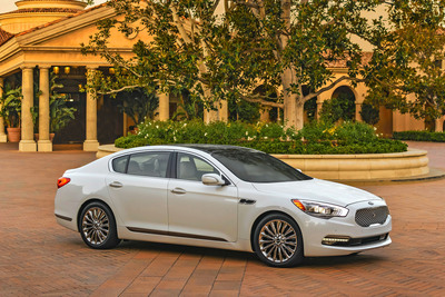 First TV Spot For Kia Motors' All-New K900 Flagship Sedan Will Tip-Off On Christmas Day.  (PRNewsFoto/Kia Motors America)