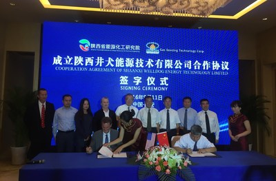 James Walker, Chief Operating Officer of WellDog (seated, left), and Dr. Zhou Lifa, Director of SPIERCE (seated, right), sign Letter of Intent forming a joint venture to deploy reservoir, production and development technologies in coal bed methane fields in China's Shaanxi province, Thursday, Septemeber, 2016.
