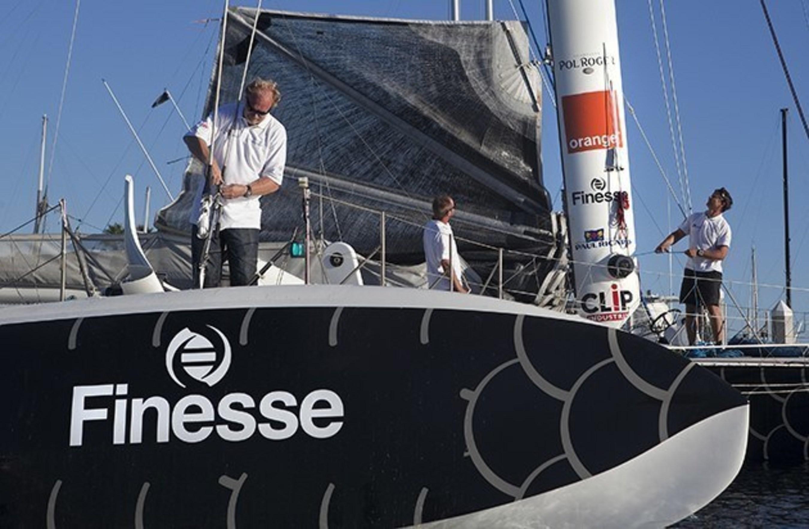 L'Hydroptère s'envole avec Finesse : Le trimaran Hydroptère aquaplane va tenter de battre un autre