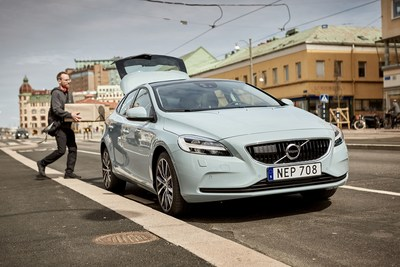 Volvo's pilot project with urb-it, a Swedish start-up, will deliver your online shopping to your Volvo in under two hours (PRNewsFoto/Volvo Car Group)