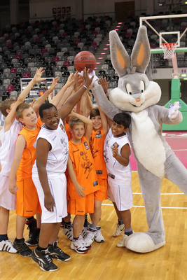 WBCP and the Looney Tunes have partnered for the Looney Tunes Active! initiative with European sports associations to encourage kids to maintain an active lifestyle. Pictured: Bug Bunny costume character with a Looney Tunes Active! mini-basketball team. (PRNewsFoto/Warner Bros. Consumer Products)