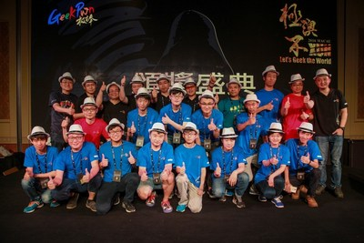 Group photo of GeekPwn competitors and judges