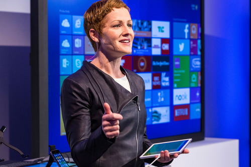 Microsoft Office General Manager Julia White shows off the productivity capabilities of Microsoft Office for iPad and the Enterprise Mobility Suite at a press event in San Francisco on March 27, 2014.  (PRNewsFoto/Microsoft Corp.)