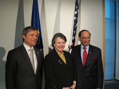 Taking part at the historic organic equivalence signing were (from left) European Commissioner Dacian Ciolos, U.S. Deputy Secretary of Agriculture Kathleen Merrigan, and Ambassador Isi Siddiqui of the U.S. Trade Representative's Office.  (PRNewsFoto/Organic Trade Association)