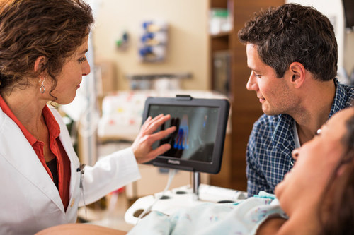 Perform on-the-spot diagnostic scans with Philips' VISIQ ultrasound system (PRNewsFoto/Royal Philips)