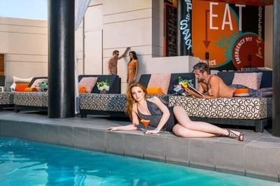 Hotel Derek's SPLASH