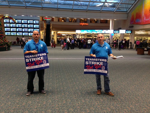 United Airlines mechanics represented by the Teamsters Union handbill at Orlando International Airport on Nov. ...