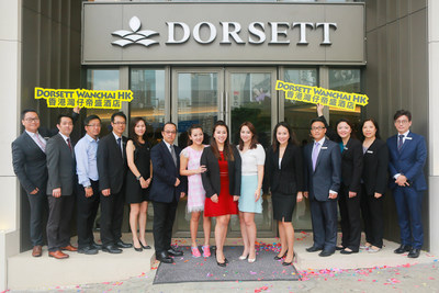 Ms Winnie Chiu, President of Dorsett Hospitality International, Ms Anita Chan, General Manager of Dorsett Wanchai, Hong Kong (the 5th from the right) and Dorsett Wanchai Staff